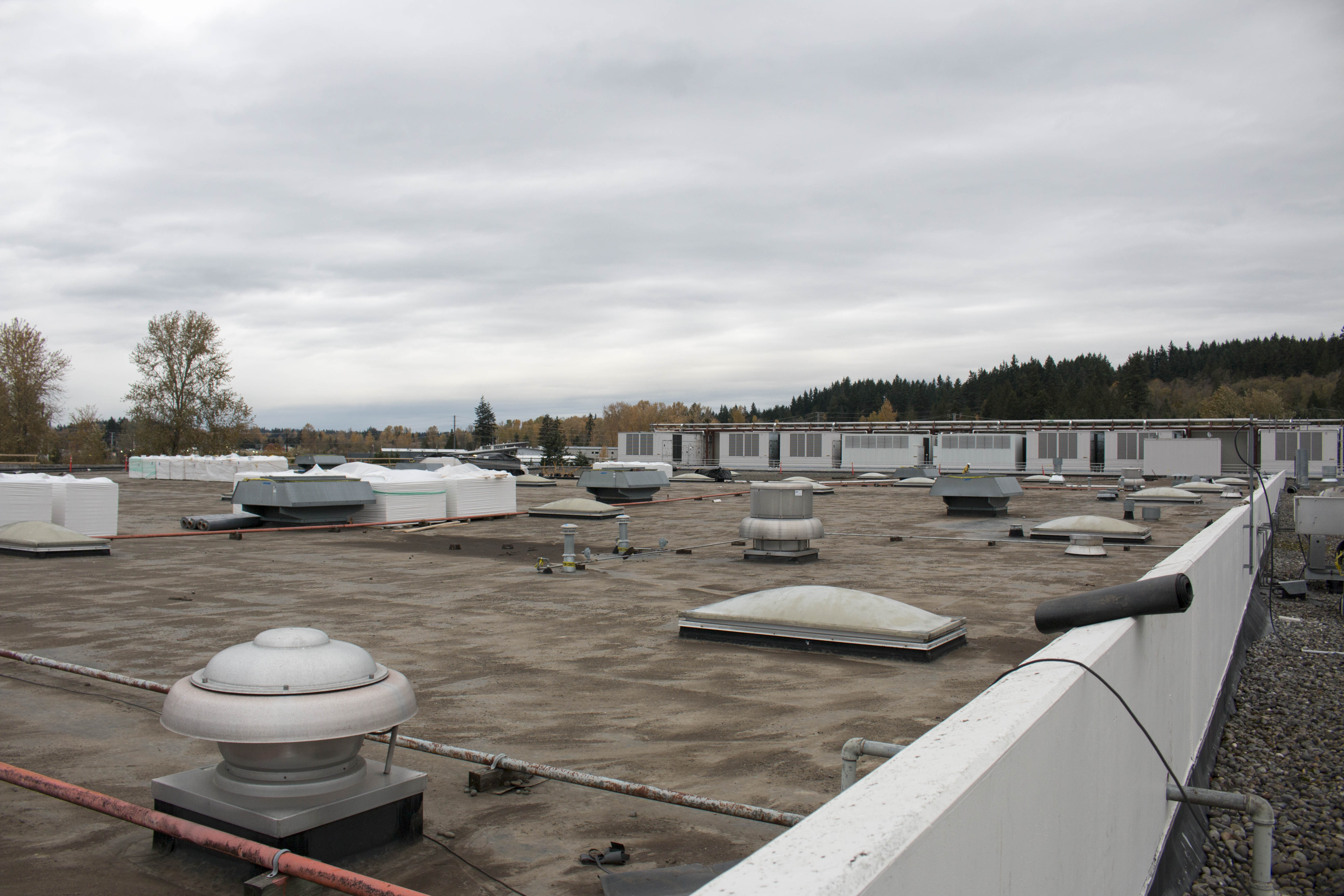 205,000sf roof and HVAC units replacement